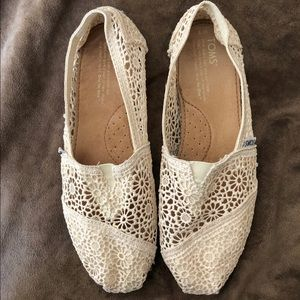 toms alpargata moroccan crochet slip-on cream lace